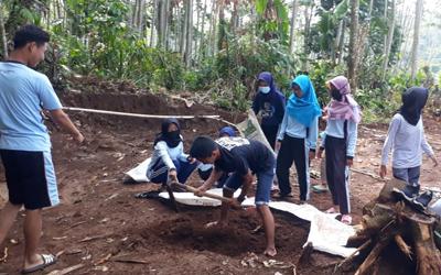 Baksos Bersih Lingkungan - HUT 14 SMKN 1 Punggelan