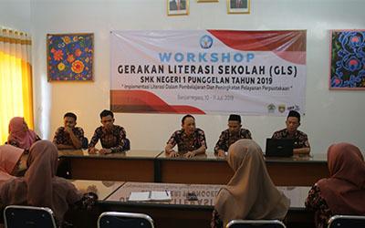 Workhsop Gerakan Literasi Sekolah SMK Negeri 1 Punggelan Tahun 2019
